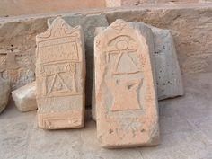 Stèles portant le signe de Tanit utilisé par les Carthaginois.
