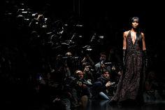 La modelo Naomi Campbell presenta una creación de la colección de Roberto Cavalli para la temporada de otoño/invierno 2012, durante la Semana de la Moda de Milán / Model Naomi Campbell presents a creation from Roberto Cavalli 2012 Autumn/Winter collection during Milan Fashion Week