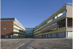 Vlietlandziekenhuis Schiedam waar Roval Aluminium diverse aluiminium detailleringen leverde en monteerde. Van aluminium muurafdekkappen (type F) tot gezette waterslagen in combinatie met gevelisolatie.