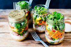 recette de salade composée en bocal en verre à base de carottes râpées et de la laitue
