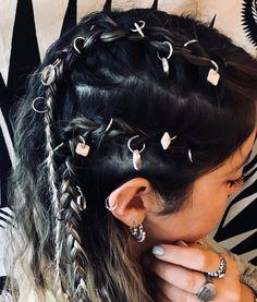 Set de dijes para trenzas con nácar #tendencia $130.- ef el pack! Dread Hairstyles, Hairdos, Braided Hairstyles, Renaissance Hairstyles, Disney Jewelry, Sim, Hair Clips, Braids, Creativity