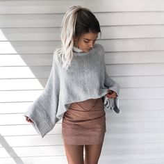 If you're a fan of crop tops, then these cute crop top sweater outfits are perfect to wear in the winter! Forget oversized baggy sweaters when you're rocking these cropped sweater outfits! Mode Outfits, Fashion Outfits, Womens Fashion, Fashion Trends, Fashion Bloggers, Fashion Styles, Ladies Fashion, Club Outfits, Fashion Killa