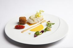 Starter by team USA, finalist of the Global Young Chefs Challenge 2017 during SIRHA in Lyon (France). Presented on our MOON round flat plate, photo by Worldchefs.
