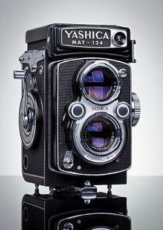 Yashica MAT 124 TLR Classic Medium-format analogue camera - Photography