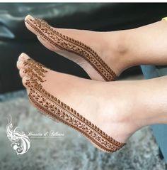 Simple Mehndi Designs for eid Mehndi Designs Feet, Legs Mehndi Design, Indian Mehndi Designs, Mehndi Designs 2018, Stylish Mehndi Designs, Mehndi Designs For Fingers, Mehndi Design Photos, Bridal Henna Designs, Foot Henna