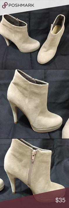 "Shoemint Ankle Booties Super cute for upcoming fall. Will look amazing with leather jacket and jeans. Can't find info on a material. They feel very soft. 4.5"" heel. Great used condition. Shoes Ankle Boots & Booties"