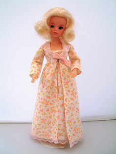 Pedigree Sindy outfits released in 1974 Vintage Barbie, Vintage Dolls, Tammy Doll, Barbie Wardrobe, Sindy Doll, Barbie Friends, Old Toys, Night Outfits, Childhood Memories
