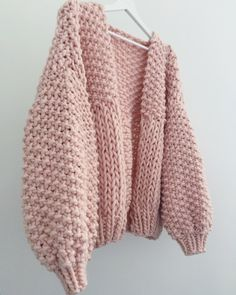 Always room for more pink, this is still currently your fave colour & style combination 👌🏻 Honey Blossom Cardigan In Pearl Pink ✨✨✨ Ladies Cardigan Knitting Patterns, Knit Cardigan Pattern, Chunky Knitting Patterns, Chunky Knit Cardigan, Pull Crochet, Knit Crochet, Extreme Knitting, Cardigan En Maille, Cardigans For Women