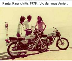 Parangtritis 1978 Old Pictures, Old Photos, Motorcycle Engine, History, Antique Photos, Antique Photos, Vintage Photos, Historia, History Activities