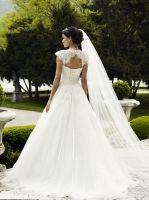 Brudekjole med blonder over skuldrene 08-3225 LILLY 2013