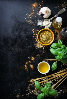 Top view of uncooked spaghetti with aromatic herbs Free Photo Food Background Wallpapers, Food Wallpaper, Food Backgrounds, Food Menu Design, Food Poster Design, Restaurant Menu Design, Dark Food Photography, Aromatic Herbs, Belle Photo