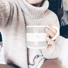 Lazy morning outfit with a oversized sweater and a big cup of tea Aeropostale, Nordstrom, Getting Cozy, Sweater Weather, Autumn Winter Fashion, Winter Style, Warm And Cozy, Winter Outfits, Cute Outfits