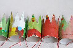 Zelf een kroontje maken, goedkoop knutsel idee voor een verjaardag of feestje. Of gewoon een regenachtige middag. Meer fotos op http://lilla-a-design.blogspot.nl/2010/08/liten-prinsess-krona.html tip van Speelgoedbank Amsterdam http://www.facebook.com/SpeelgoedbankAmsterdam