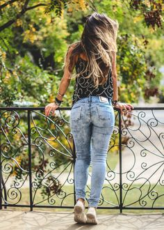 Look com calça jeans destroyed