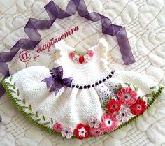 La imagen puede contener: una persona Baby Doll Clothes, Crochet Doll Clothes, Baby Dolls, Crochet Doll Pattern, Crochet Dolls, Crochet Baby, Doll Patterns, Knitting Patterns, Crochet Patterns