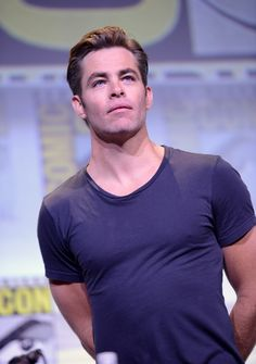 Actor Chris Pine attends the Warner Bros. 'Wonder Woman' Presentation during Comic-Con International 2016 at San Diego Convention Center on July 2016 in San Diego, California. Get premium, high resolution news photos at Getty Images Star Trek Captains, Star Wars, William Shatner, San Diego Comic Con, Movie List, Best Actor, American Actors, Celebrity Crush, Blue Eyes