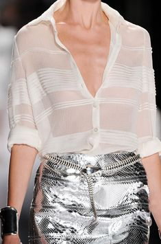 White Shirt and Silver Skirt Fashion Mode, Fashion Week, Look Fashion, High Fashion, Womens Fashion, Fashion Trends, College Fashion, Petite Fashion, Mode Style