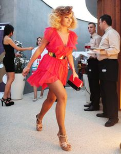 Rochie rosie cu volane - Alegerea Andrei si a Deliei Model, Style, Fashion, Mathematical Model, Moda, Fashion Styles, Pattern, Fashion Illustrations