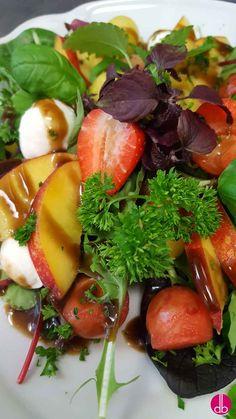 Melonen Nektarinen Salat mit Büffel-Mozzarella