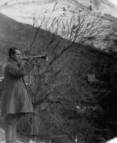A Greek soldier plays the bugle during the Capture of Klisura Pass of the Greco-Italian War. The Greek army was able to stop the Italian invasion of Greece and was able to push the Italians back into. Greece Pictures, Old Pictures, Old Photos, Victory In Europe Day, Greek Town, Greek Soldier, Invasion Of Poland, Greece Photography, Greek Warrior