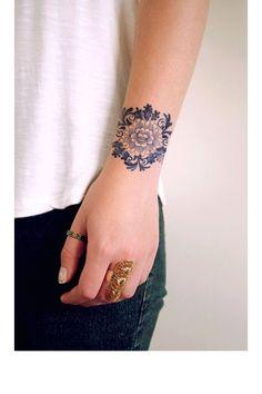 Une fleur de lotus au poignet