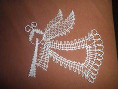 Paličkovaný andílek Needle Tatting, Needle Lace, Bobbin Lace, Lace Heart, Lace Jewelry, Lace Making, Christmas Themes, Lace Detail, Xmas