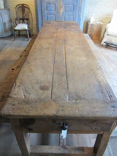 Absolutely gorgeous oak table with hollowed out drawers, beautiful top and original benches. Probably 17th century, France. 310x83x80 via Antiek Amber (be) as seen on linenandlavender.net - http://www.linenandlavender.net/2013/07/source-sharing-more-to-love-from-antiek.html