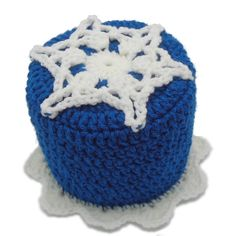 Free Crochet Pattern!  Think Snow Bath Tissue Cover Designed by Julie A. Bolduc  This bath tissue cover is just the thing to cover up your single roll of bathro...