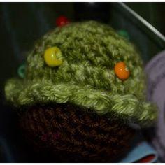 Schlüsselanhänger Mini-Cupcake, grün meliert / braun