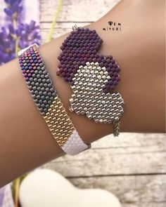 off loom beading Beaded Jewelry Patterns, Bracelet Patterns, Beading Patterns, Bead Crafts, Jewelry Crafts, Handmade Jewelry, Heart Jewelry, Cute Jewelry, Bead Jewellery