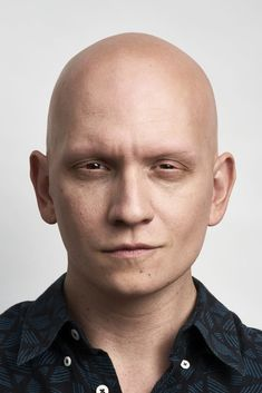 Anthony Carrigan discusses NoHo Hank, his beloved oddball gangster character on HBO's 'Barry,' and how when he was told he'd never work again because of his alopecia, he took a gamble that changed his career. Gotham, Bald Actors, Shave Eyebrows, Anthony Carrigan, Fish Mooney, Fox Tv Shows, Victor Zsasz, Tony Robbins, Male Face