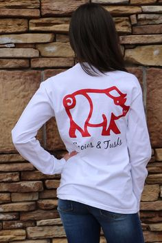 """This will be your favorite tee to wear while cheering on your hogs! Pair it with your favorite skinnies or your favorite denim shorts for a super cute hog cheering look! Model is 5'6"""". Wearing a small"""