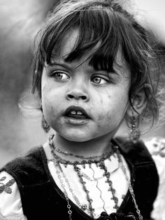 by Armando Jorge / Black And White Photography Portraits, Black And White Portraits, Portrait Photography, People Photography, Children Photography, Photographie Portrait Inspiration, Black And White Face, Child Face, Monochrom