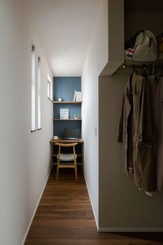 Small Workspace, Small Space Office, Home Office Space, Home Office Design, Small Spaces, House Design, Tiny Home Office, Office Nook, Natural Interior