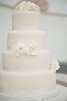 JD Designs: Mike + Paulita - DeCordova Sculpture Park & Museum - Lincoln, MA  - Liz Linder Photography (museum wedding, art wedding, wedding cake, white wedding cake, Cakeology, enchanting wedding)