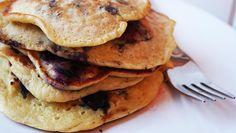 Nem opskrift på Jamie Olivers luftige og lækre amerikanske pandekager.