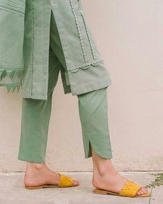 Kurti Sleeves Design, Kurta Neck Design, Sleeves Designs For Dresses, Sleeve Designs For Kurtis, Stylish Dresses For Girls, Stylish Dress Designs, Stylish Kurtis Design, Simple Dresses, Girls Fashion Clothes