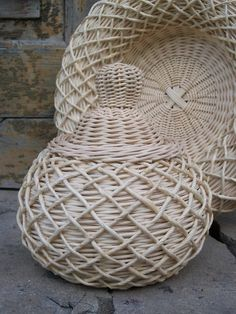 http://www.pinterest.com/tamarita85/cesteria-con-papel-periodico/ http://www.pinterest.com/anchesennamon/newspapers-baskets/  http://elen-nikitin.blogspot.ru/  http://isskowyswiat.blogspot.it/  http://www.pinterest.com/eslom53/ninos-i-complements/ http://www.pinterest.com/balyadori/pap%C3%ADrb%C3%B3l-fon%C3%A1s/ http://www.pinterest.com/pin/567101778049025027/ http://www.pinterest.com/valiver/braids-with-newspaper-and-cardboard/ http://www.pinterest.com/pin/255508978832761624/