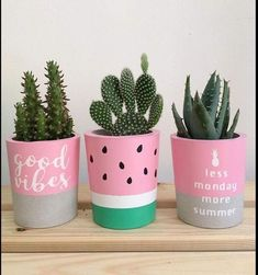 Thanks a lot La Planta for sharing this beautiful photo with the plant co… Modern is part of Diy flower pots Thanks a lot La Planta for sharing this beautiful photo with the plant c - Painted Plant Pots, Painted Flower Pots, Room Deco, Decoration Plante, Concrete Pots, Cement Planters, Plant Painting, Concrete Crafts, Diy Garden Decor