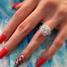 WE ARE LOOKING FOR A FULL TIME HAND MODEL WHO CAN WORK WOTH EXCEL PLEASE SEND US YOUR RESUME AND HAND SHOT TO INFO@FOREVERDIAMONDSNY.COM