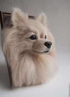 Купить или заказать Панно собаки шпиц в интернет-магазине на Ярмарке Мастеров. Панно собаки породы шпиц. Изготовлено из шерсти (войлок) методом сухого валяния. Войлок плотно увалян поэтому не боится пыли и не требует ухода. От частых поглаживаний шерсть может спутаться, мордочку можно смело расчесать щеточкой, а гриву очень бережно по поверхности крупной расческой. Панно может стать настенным или настольным украшением интерьера, оригинальным подарком любителю собак.