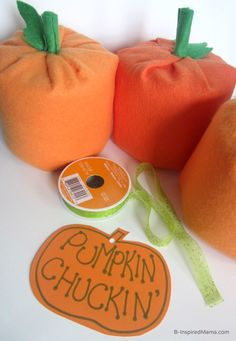 Make a DIY Pumpkin Halloween Party Game for kids! Super cute and fun to play for kids of all ages. Perfect for a fall harvest festival or party, too. #kids #halloween #fall #fallfun #pumpkins #halloweenparty #playmatters Halloween Party Games, Halloween Birthday, Halloween Kids, Dexter Halloween, Halloween Parade, Halloween Activities, Halloween 2020, Holidays Halloween, Halloween Pumpkins