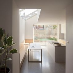 Pale brickwork, oak furnishings and terrazzo flooring combine in this light-filled extension to a Victorian house in London's Shepherd's Bush, designed by architecture studio Al-Jawad Pike. Minimalist Home, Minimalist Design, Home Design, Kitchen Interior, Kitchen Design, House Extension Design, Kitchen Benches, Dining Bench, London House