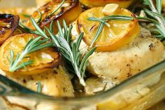 Pechugas de pollo con limón y romero al horno