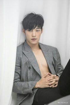 Woo do hwan for vogue korea. woo do hwan ünlüler Hot Korean Guys, Korean Men, Asian Men, Asian Celebrities, Asian Actors, Beautiful Boys, Gorgeous Men, Park Hae Jin, Handsome Korean Actors