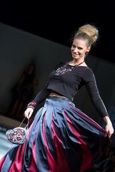 8b9158cd540 Společenská hedvábná sukně antracit s fuchsií   Zboží prodejce Radka  Zrůstková