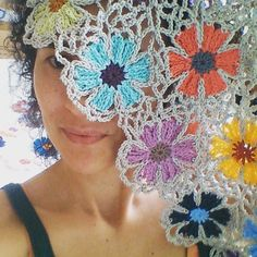 I picked 49 colors from my Yarn Heaven (click here ) and started to make flowers....  And with each flower I started to like this Catona ya...
