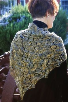 Leaf design shawl - free pattern by Dolores andrade