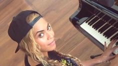 "Beyoncé New Music Video ""Die With You"" Piano Version on TIDAL / ストリーミング音楽配信サービス「TIDAL」の設立を他の16アーティストと発表したBeyoncéが、新曲「Die With You」ミュージックビデオを公開した。もちろんTIDALからの配信となる。"