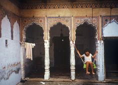 INDIA 1995 - Mandawa, Rajasthan - All'interno di una haveli  (foto G.Arcese)